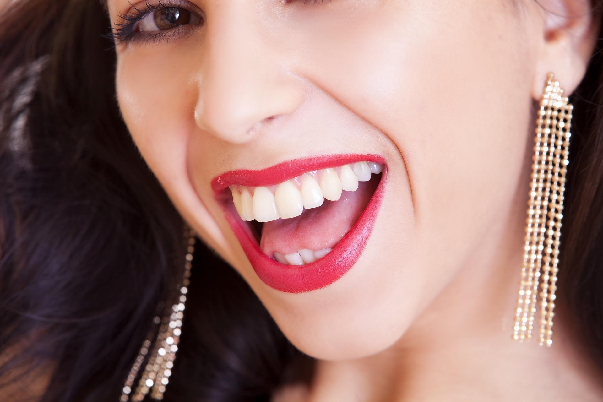 Co robić, by cieszyć się zdrowym i pięknym uśmiechem przez lata?